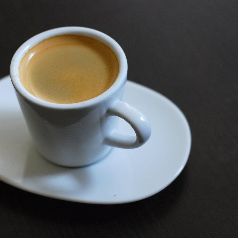 Machine à Dosette ESE Podsy Noire Une véritable tasse d'espresso